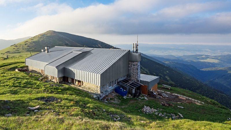 Legendárna Štefánikova chata v Nízkych Tatrách prešla zásadnou rekonštrukciou.