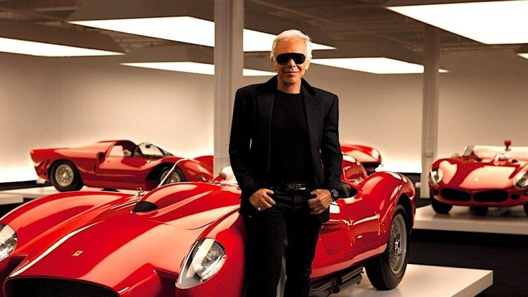 luxusné garáže plné luxusných áut